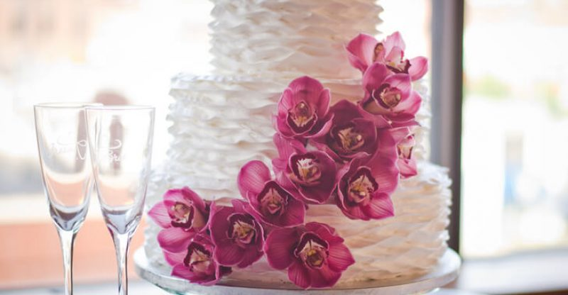 how to pick the perfect wedding cake
