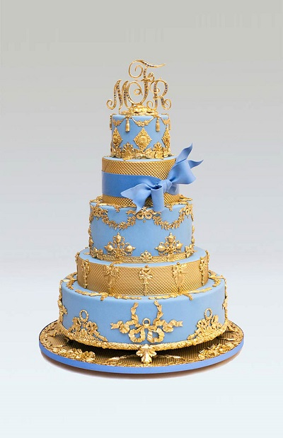 Wedding cake in blue and gold threads