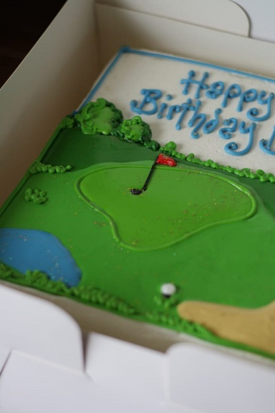 cake shaped like a golf course