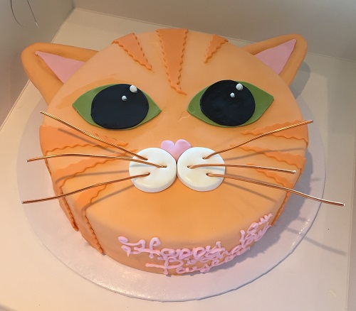 cake shaped like a cat head