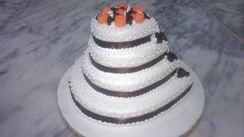 tiered wedding cake with pearls