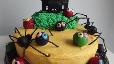 halloween cake with ant design
