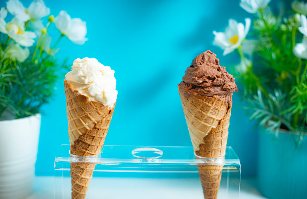 how to make your own ice cream photo of chocolate and vanilla in waffle cones